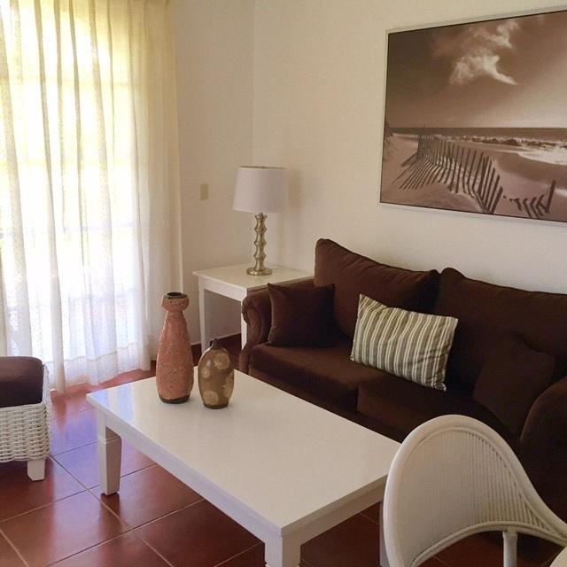 Bonito apartamento amueblado de primer piso con vista Golf.