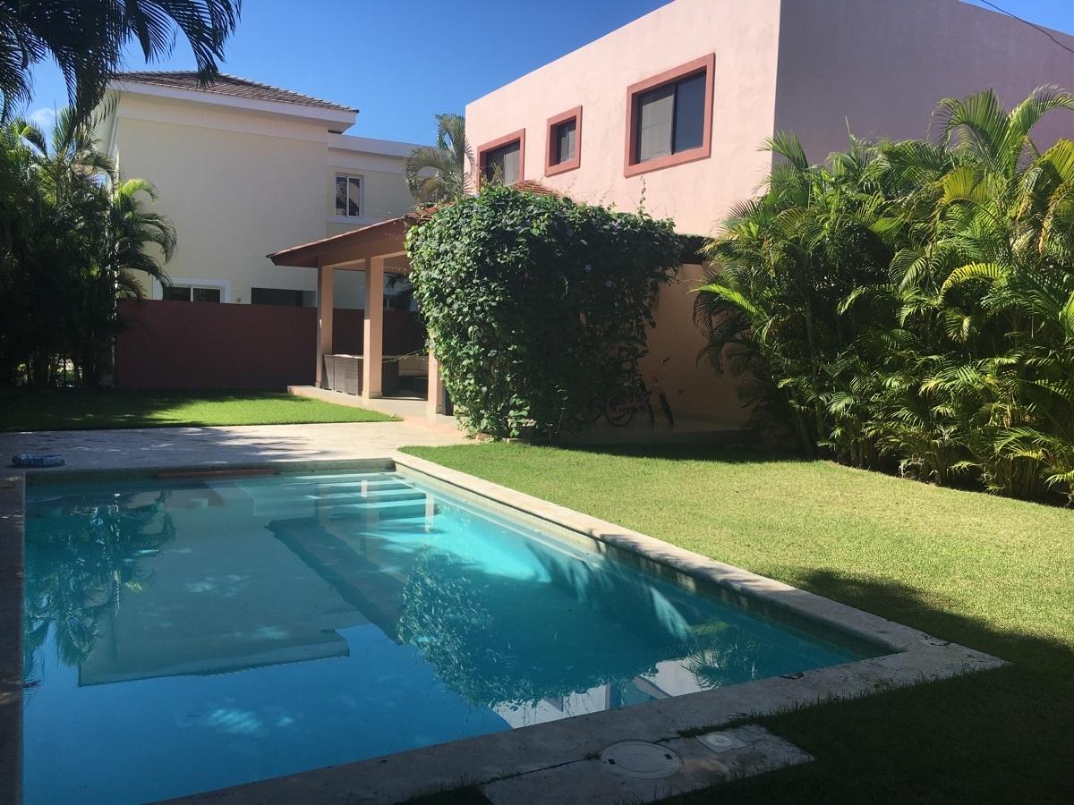 Hermosa y amplia casa en Punta Cana Village