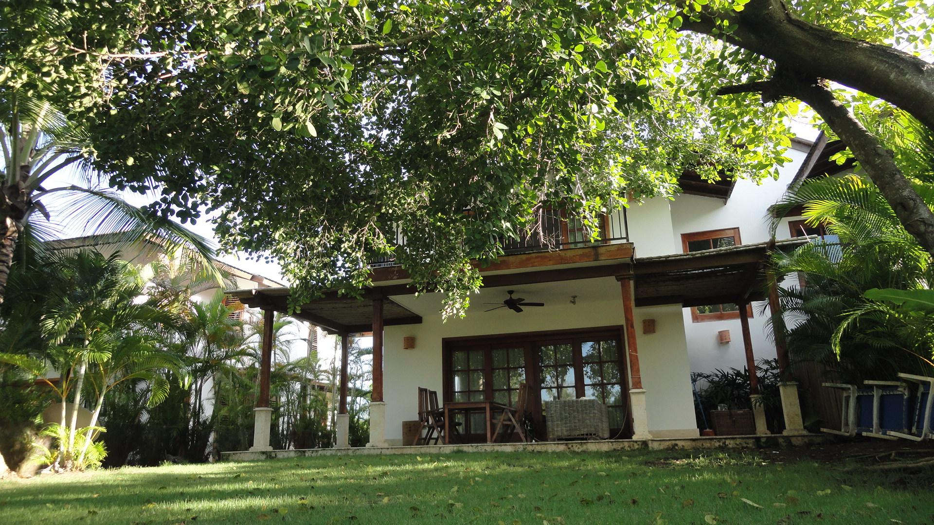 Casa con amplio jardin en Cocotal